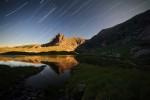 Нощен поглед към езеро Близнака и връх Харамията в Рила планина