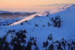 Планина Козница - поглед от връх Тодорини кукли.  В далечината се вижда Източна Рила.