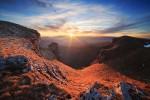 Кобилини стени. Слънцето залязва зад Понор планина.