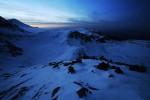 Рила планина по здрач - поглед от Езерния връх в посока езера Окото и Бъбрека.