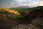 Последните слънчеви лъчи огряват скален масив Збегове