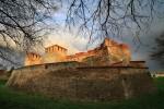 Последните слънчеви лъчи огряват крепостта Баба Вида.