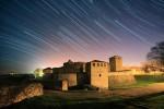 Средновековна крепост Баба Вида през нощта.
